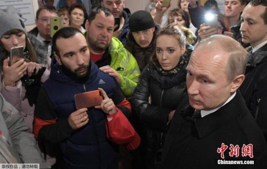 普京表示,导致这起悲剧发生的原因是由于工作人员疏忽大意和玩忽职守。