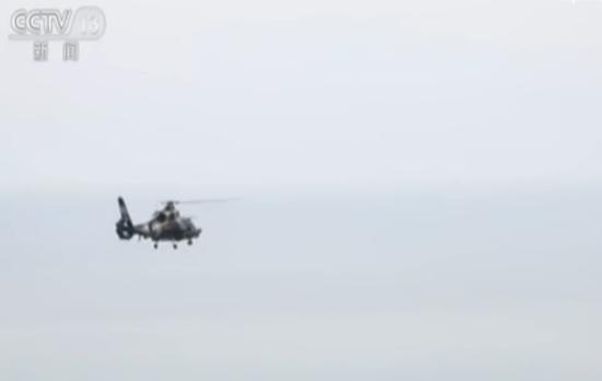 视频:我军在东南沿海跨昼夜实弹演练 记者登上直升