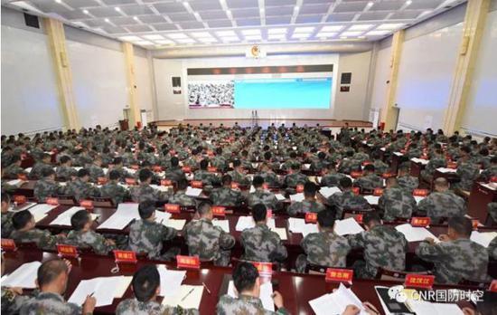 5月22日,陆军首次组织的大规模军种战略集训在新疆军区某训练基地拉开帷幕。