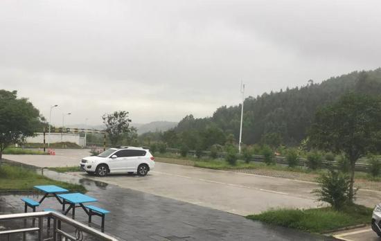 6月4日,洪观服务区内。新京报记者陶若谷摄