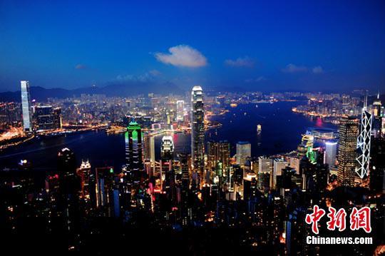资料图:香港维多利亚港夜景。中新社发 陈文 摄