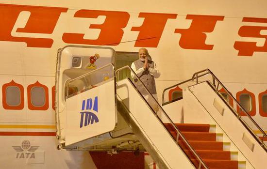 27日零时10分,莫迪一行抵达武汉。 长江网 图