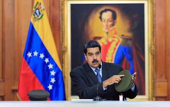 當地時間2018年8月7日,委內瑞拉加拉加斯,委內瑞拉總統馬杜羅在全國電視轉播的節目中講話,指責反對黨領導人胡里奧·博爾赫斯與無人機刺殺有關。東方IC 圖