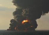 """现场视频:""""桑吉""""轮发生爆燃 全船剧烈燃烧"""