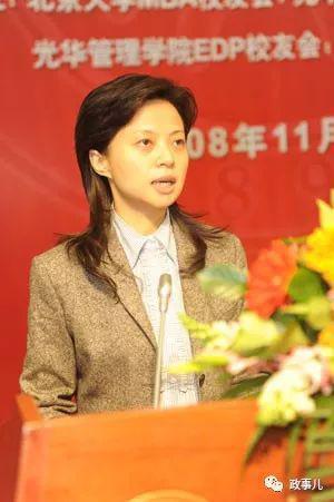 """江建君2008年11月7日在北京大学参加""""北大―德阳日""""活动"""
