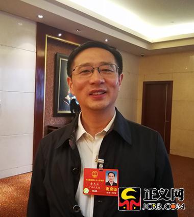 全国人大代表、广西壮族自治区梧州市市长李杰云。郑博超 摄