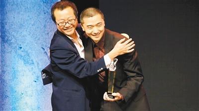 华裔作家把楚汉战争写进科幻史诗 与刘慈欣齐名