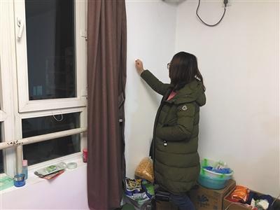 12月6日,昌平区龙腾苑四区,张嘉佳(化名)在自己租住的被测出甲醛超标房间内。新京报记者 大路 摄