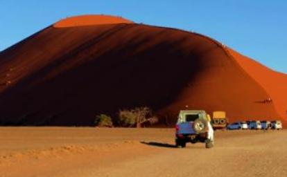 纳米比亚景区发生车祸 致中国游客2死4伤