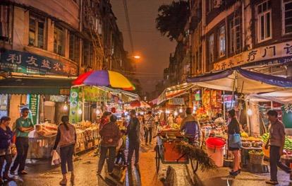 不少市民、游客们慕名而来,就为了体验八市不加修饰的市井风情。