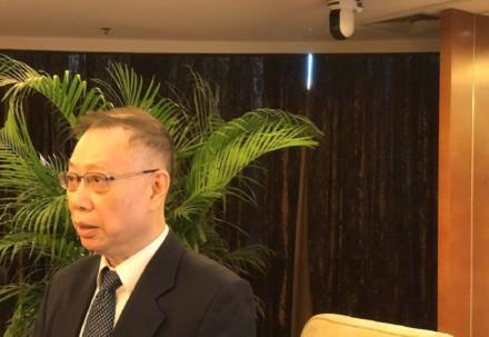 """原卫生部副部长黄洁夫谈""""换头"""":我明确反对这种炒"""
