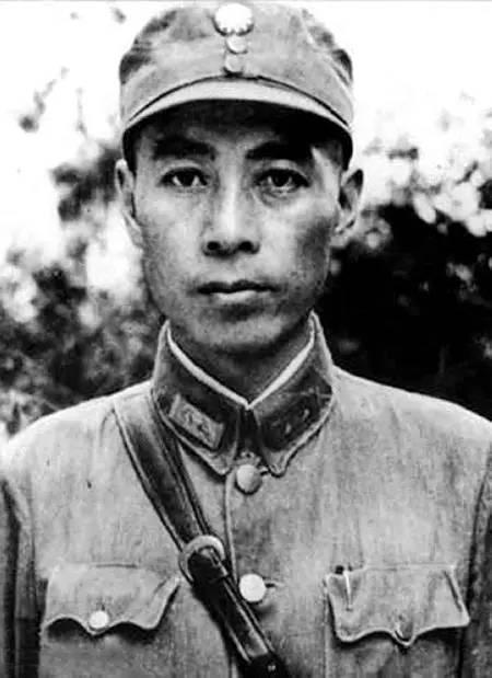 抗日战争初期的周恩来 图片来源:新华图片