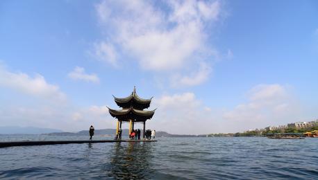 杭州:雨水暂歇见蓝天