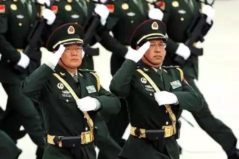 王印芳担任英模方队领队