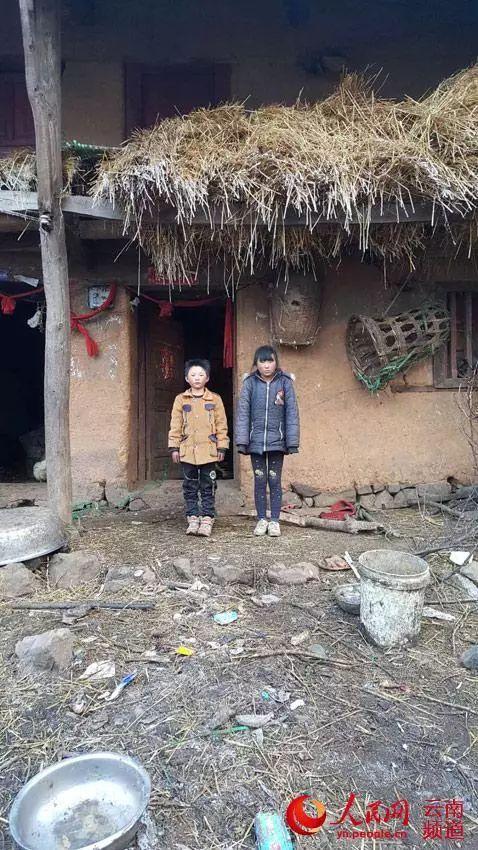 小满和姐姐在家。拍摄:王刚奎
