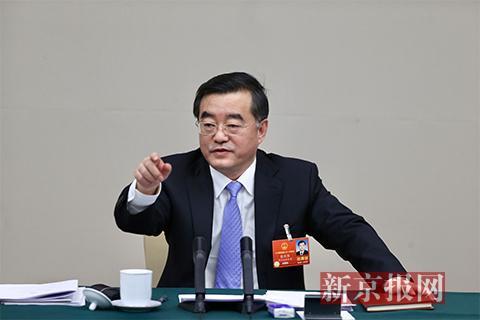 今日(3月8日)上午,在黑龙江团开放日上,黑龙江省委书记张庆伟讲话。新京报记者 薛珺摄