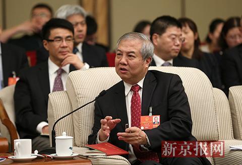 吴光辉回答记者提问。新京报记者 薛珺 摄
