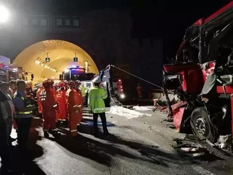 ▲ 大客车碰撞隧道事故造成36人死亡。 图片来源:新华社