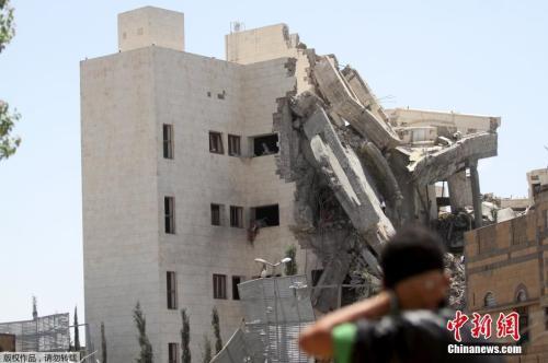 资料图:当地时间2015年5月10日,也门首都萨那,沙特等多国部队空袭也门前总统萨利赫位于首都萨那的住所。