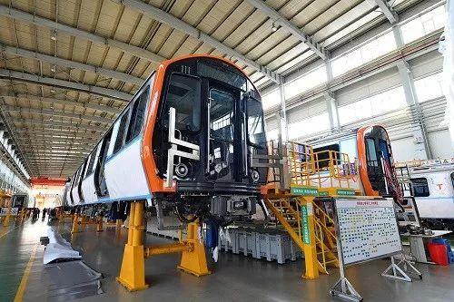 ▲中国近年来在多个领域开始占据主导地位,其中包括列车制造业。图为中国中车长春轨道客车股份有限公司研制的美国波士顿市橙线地铁列车。