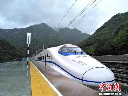 资料图:西成高铁陕西段。 西铁局供图
