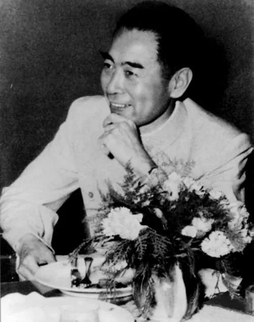 1955年4月,周恩来在万隆会议上。 图片来源:新华图片