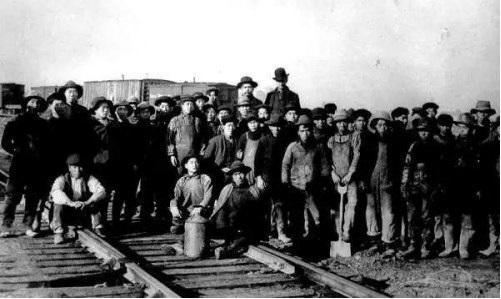 参与修筑加拿大太平洋铁路的中国劳工。图片来源:加拿大档案馆