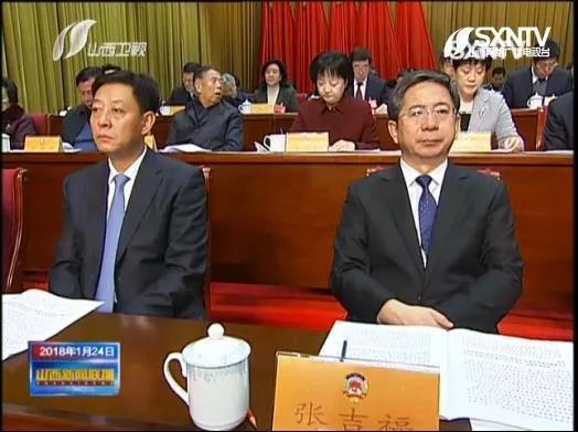 胡玉亭(左)与山西省委常委、大同市委书记张吉福相邻而坐。