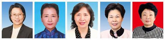 从左至右,依次为:黄晓薇、崔玉英、李江、葛慧君、黄莉新