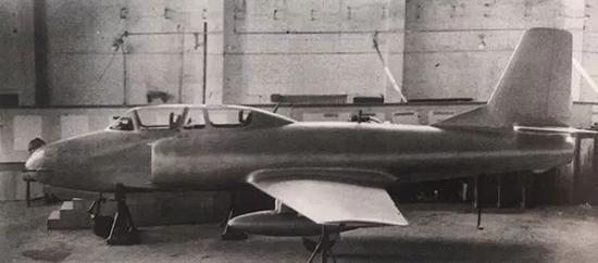 歼教1飞机的木制样机