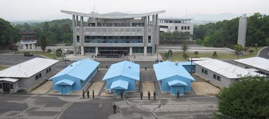 朝韩军人在板门店军事分界线两侧执勤 环球网 图