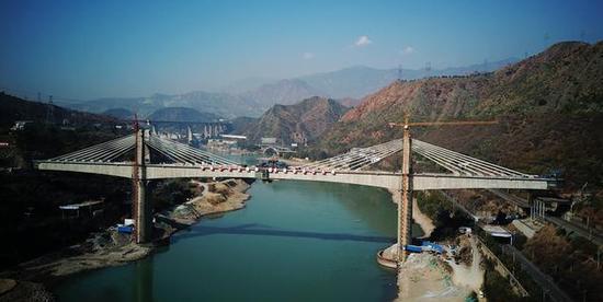 建立中的攀枝花金沙江年夜桥(起源:央广网)