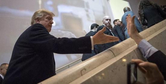 ▲1月25日,瑞士达沃斯,美国总统特朗普抵达会场,出席达沃斯论坛。