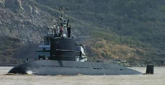 ▲中国海军039型元级柴电攻击潜艇