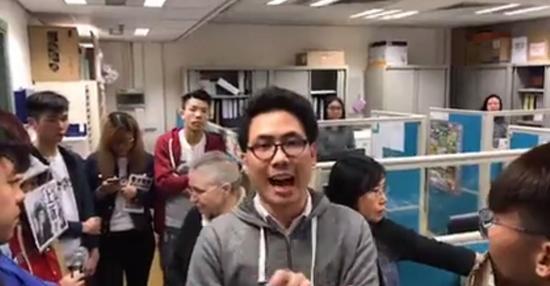 陈乐行在浸会大学语文抗议普通话考试