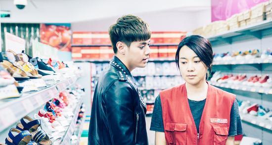 闫妮主演的爱情喜剧片《美容针》改编自韩国作者黄美娜的热门漫画《BOTOX》。