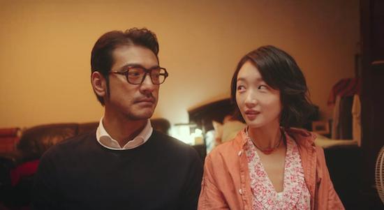 金城武和周冬雨主演的《喜欢你》改编自蓝白色的小说《终于等到你》,讲述了女汉子厨师和高冷的、追求细节完美的酒店老板之间的浪漫爱情。