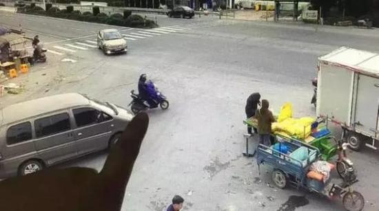 监控视频截图 本文图片均来自杭州公安微信公号