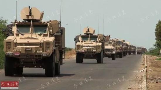 行驶在也门境内的沙特联军装甲车队