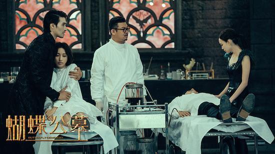 10月的另一部改编作品《蝴蝶公墓》,其同名原著作者蔡骏是中国悬疑小说第一人,可惜他的作品改编的电影都没能引起很大的反响。