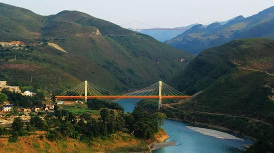 中缅天然气管道北盘江跨越。 中石油西南管道贵阳输油气分公司 供图