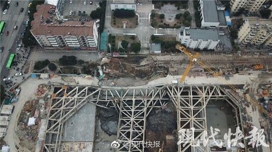 南京一处工地大面积塌陷 周边居民被紧急疏散(图)邵汶