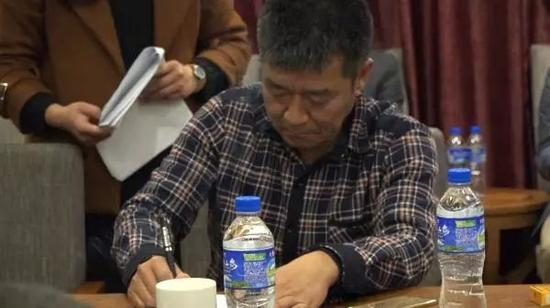 褚一斌签约 澎湃新闻记者 冯元晴 摄