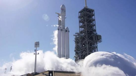 """美""""猎鹰重型""""运载火箭完成静态点火测试"""