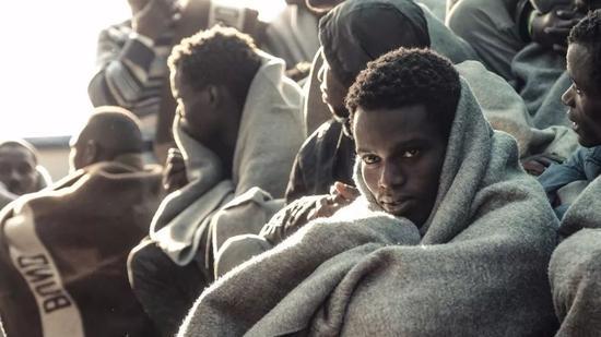 ▲大量非洲非法移民来到利比亚,却不知前方等待他们的是怎样的命运 图据美联社