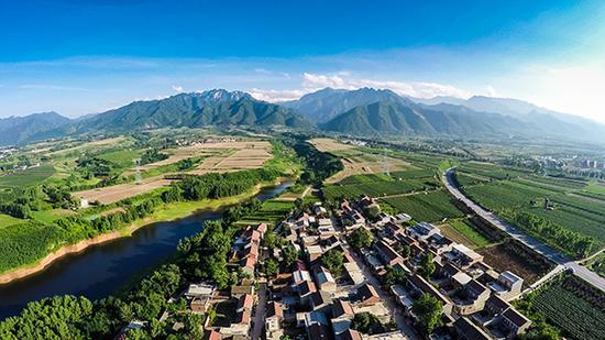 秦岭北麓山村风景如画。视觉中国 资料图