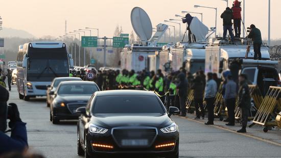 9日上午,韩方车辆前往板门店