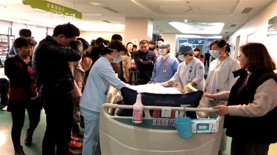 1岁女童从床上摔下死亡 父母捐献其器官救5人(图