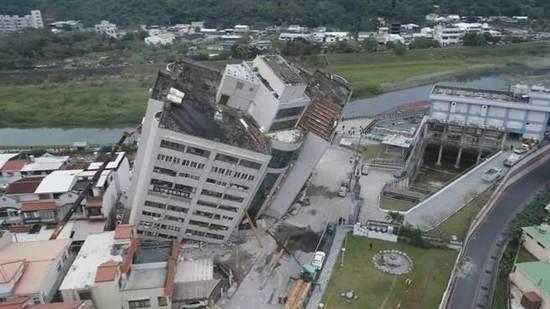 6日23时50分,台湾花莲县附近海域发生6.5级地震。(图片来源:台湾《中时电子报》)