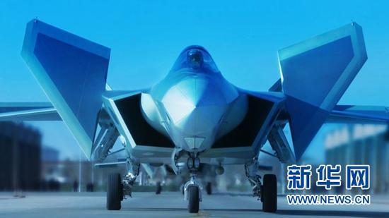 新一代隐身战役机歼-20滑出(材料照片)。新华社发